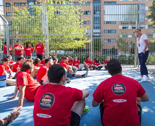 VIPS and Amaya Valdemoro inspire young people  in vulnerable situations