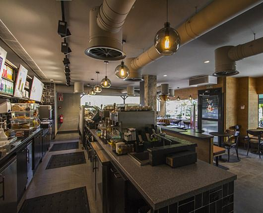 Starbucks opens a new store in downtown Pozuelo